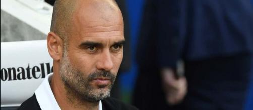 Pep Guardiola continua a orientar o Manchester City.