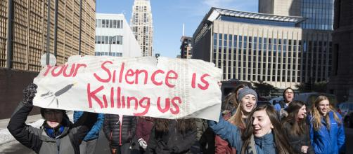 Students protest the lack of action in school shootings. - [Image source: Fibonacci Blue via Flickr]