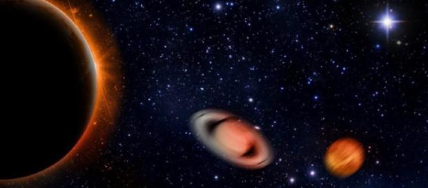 In alto, un'immagine dei pianeti del sistema solare