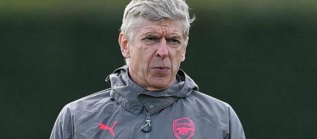 Arsène Wenger piensa seguir dirigiendo