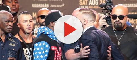 Is Floyd Mayweather stepping in the ring again? [Image via Fight Hub TV/YouTube]