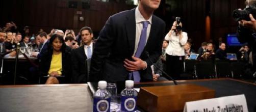 El CEO de Facebook, Mark Zuckerberg, llega para testificar ante una audiencia conjunta de los Comités Judicial.