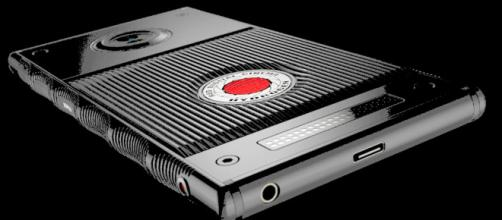 El primer móvil holográfico verá la luz en verano: RED Hydrogen One - htcmania.com