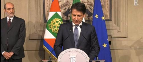 Giuseppe Conte riceve l'incarico di formare un nuovo governo, accettandolo con riserva