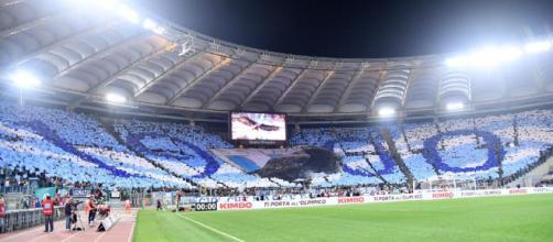 Lazio-Roma 0-0, striscioni e coreografie del derby (FOTO)   Blitz ... - blitzquotidiano.it