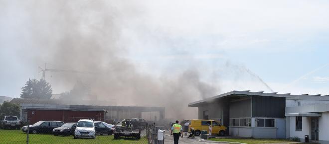 Östringen: Explosion in Werkstatthalle führt zu Großbrand
