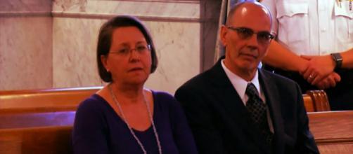 Casal assiste a audiência onde pedem a saída do filho