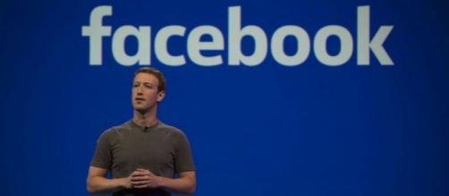 Emmanuel Macron reçoit Mark Zuckerberg à l'Élysée