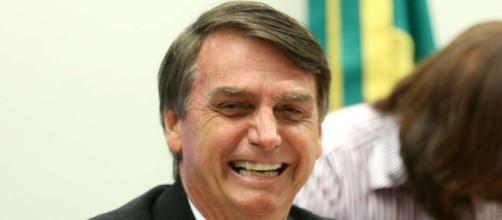 Jair Bolsonaro foi sabatinado nesta terça-feira (22) e arrancou risos de jornalistas