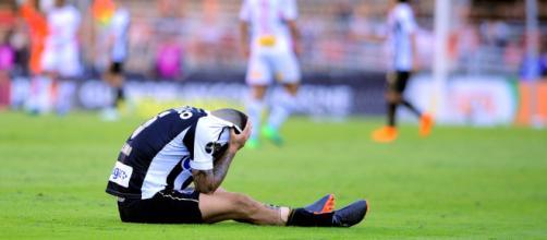 Jogador se machucou na partida contra o São Paulo
