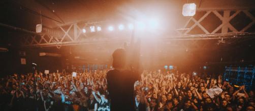 Sleeping With Sirens puso el carisma y la música a una noche inolvidable
