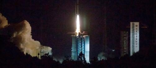 se lanza al espacio para explorar el lado oscuro de la Luna - com.ar