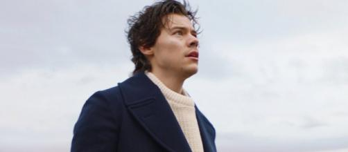 Harry Styles no clipe ''Sign of the Times''