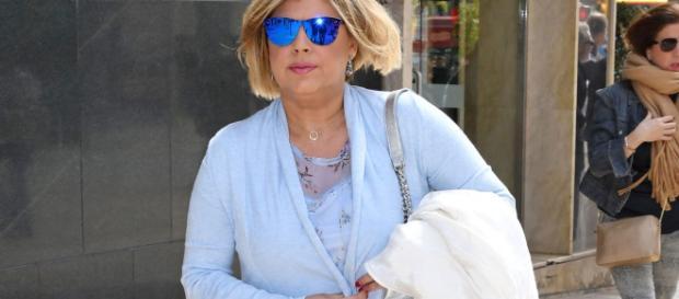 Terelu Campos paseando por la calle