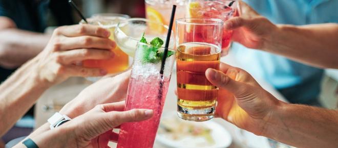 Que debes hacer durante y después de una fiesta con mucha comida y alcohol
