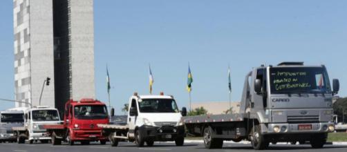 Caminhões em protesto aos valores dos combustíveis - Foto: elpais.com