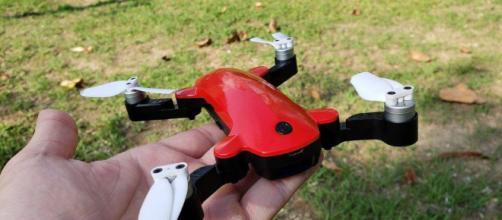Fairy Drone por Simtoo: Hay un sensor de profundidad en la parte inferior del dron.