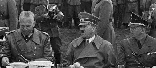 Fonte: https://www.express.co.uk/news/world/379614/I-was-Adolf-Hitler-s-food-taster