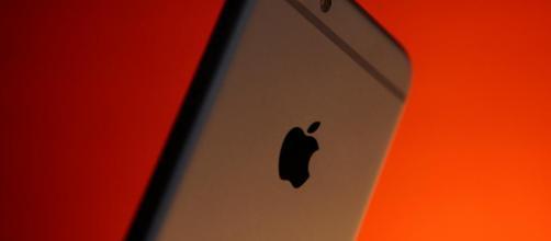 La parte posterior de un iPhone 6 .