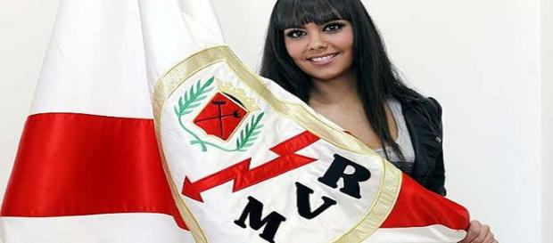 Cristina Pedroche, con una bufanda del Rayo Vallecano.