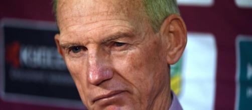 El entrenador de los Broncos de Brisbane, Wayne Bennett, en una conferencia de prensa after-net.au