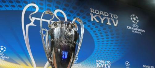 Il trofeo dalle grandi orecchie conteso da Real Madrid e Liverpool