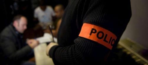 Près de Paris, interpellation en douceur de deux trafiquants, qui livrent, par erreur, 67 kilos de cannabis à deux policiers