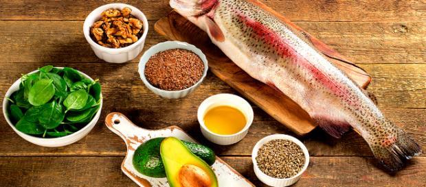 Cómo bajar los triglicéridos naturalmente? Obtenga sus ácidos grasos omega-3; el salmón es una fuente superior.