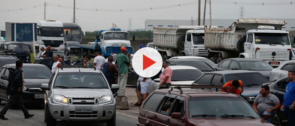Governo e representantes chegam a acordo, mas greve de caminhoneiros continua