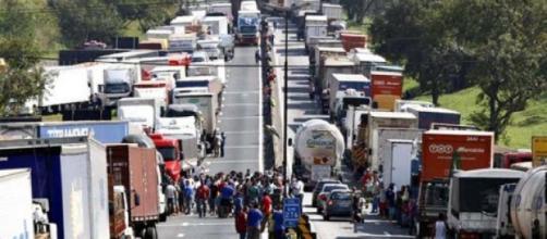 Caminhoneiros paralisam o Brasil na maior greve da história da categoria