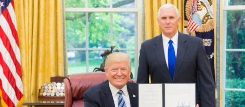 President Trump signing an executive order with VP Pence. - [White House File / Flickr]