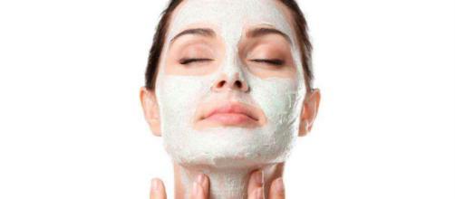 Pelle grassa: rimedi e consigli utili per eliminarla.