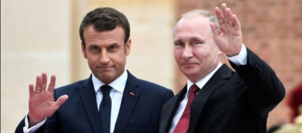 Macron aux côtés de Poutine à Saint-Pétersbourg