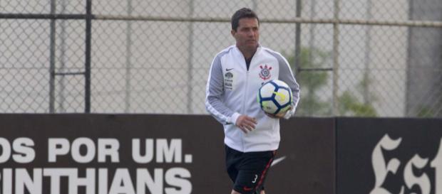 Osmar Loss ganhou mais um problema para escalar o Corinthians. (foto reprodução).