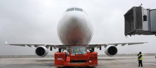Aerolínea del gobierno vuelve a suspender los vuelos