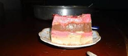 Combina los sabores del chocolate, fresa y caramelo o vainilla.