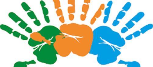 Existen escuelas y asociaciones en el mundo que se encargan de enseñar este sistema de comunicación.