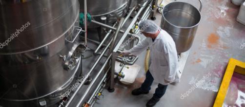Tanque de almacenamiento control de Ingeniero de fábrica — Fotos ... - depositphotos.com