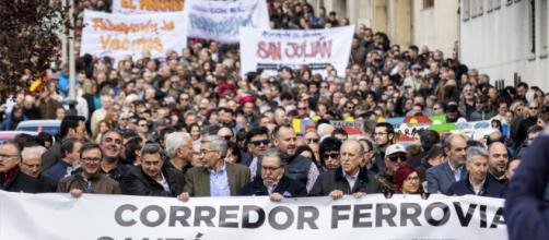Una de las muchas manifestaciones en Zaragoza de 'Teruel Existe' reivindicando urgentes mejoras para su provincia.