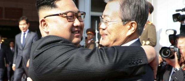 Kim Jong-un e Moon Jae-in, foto www.wkbn.com