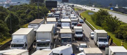 Caminhoneiros continuam parados em todo o país