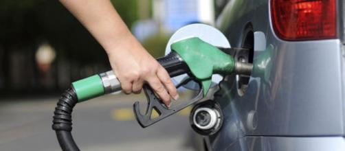 Cuidado com o combustível que estão colocando em seu carro!