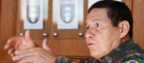 General Mourão se manifestou a respeito da atual conjuntura de crise com a paralisação dos caminhoneiros no país