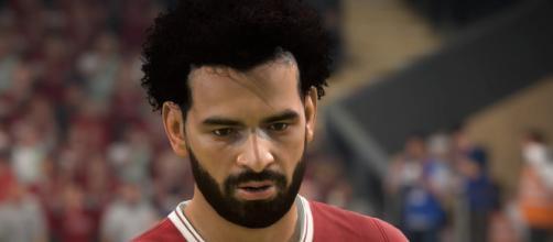 L'égyptien Mohamed Salah fait parti des joueurs mis à jour dans le DLC, le pharaon a vu sa coupe de cheveux mis à jour (Photo via FIFA 18 - 2018)