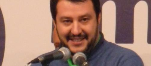 Matteo Salvini durante un comizio (Foto di Fabio Visconti rilasciata in licenza Creative Commons)