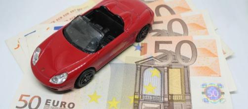 Nuovo bollo auto europeo basato sui chilometri: più si consuma, più si paga