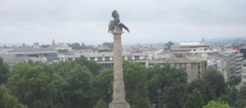 Estátua no centro da Rotunda da Boavista.