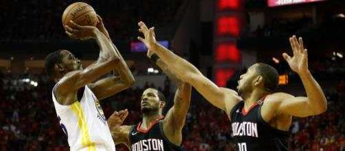 Warriors beat Rockets. - [Image via CNN Breaking News / Twitter]