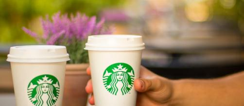 Starbucks is sending 175.000 employees to a mandatory anti-racial training pixabay.com