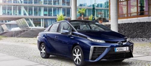 Toyota parece decidido a llevar su automóvil de hidrógeno, el Toyota Mirai , al mercado .